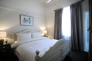 cadogan-bedroom